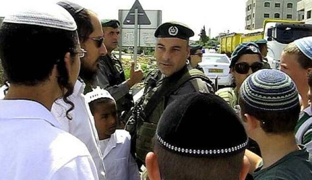 Settlers protesting in Yitzhar