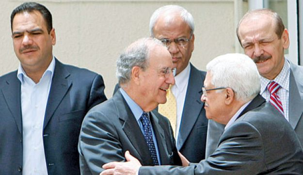 George Mitchell and Mahmoud Abbas in Ramallah