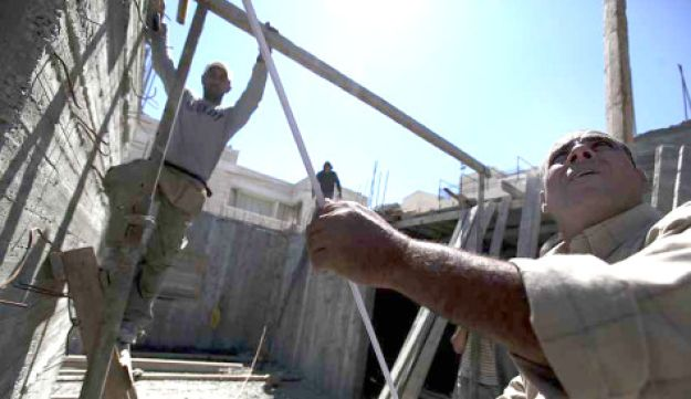 Palestinian laborers at work in the Jewish neighborhood Ramat Shlomo in E. Jerusalem, May 4, 2010