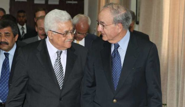 Palestinian President Mahmoud Abbas with U.S. Mideast envoy George Mitchell during their meeting in