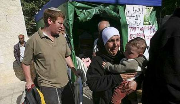 Settlers evict Palestinians from their home in Sheikh Jarrah in East Jerusalem, December 1, 2009