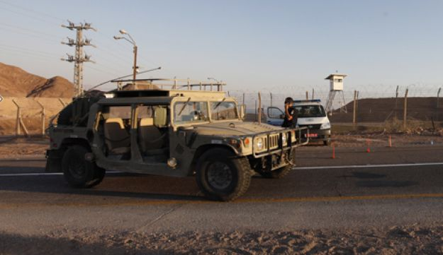Police, IDF after terror attack - Moti Milrod - August 2011