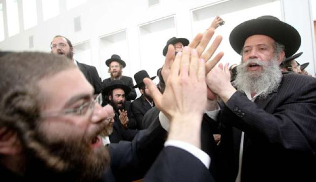 Haredim protesting at High Court of Justice