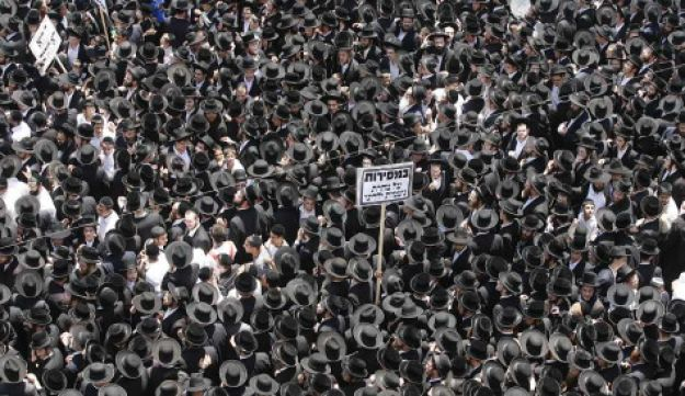 Ultra-Orthodox protesters in Bnei Barak