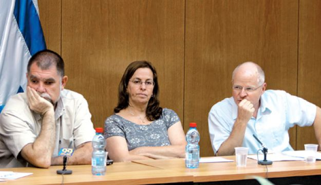 Gilad Shalit's parents, Aviva, center, and Noam, right, with Hen Arad, the brother of Israeli airman