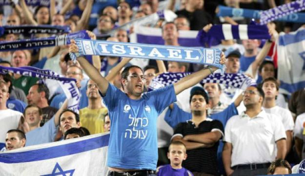 Fans support Israel's soccer team in a World Cup qualifier against Moldova, October 11, 2009