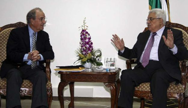 Palestinian President Mahmoud Abbas with U.S. Middle East envoy George Mitchell
