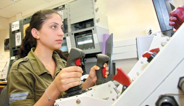 """IDF soldier operating """"Spot and Strike"""" system"""