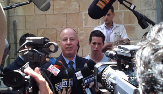 Tzachi Hanegbi MK outside a Jerusalem court after his acquittal of corruption charges, July 13, 2010