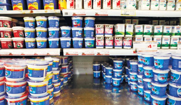 A Tnuva cottage cheese shortage is leaving space on supermarket shelves.