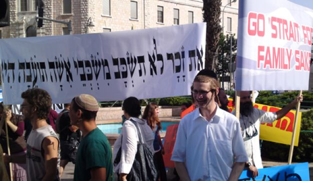 Rightists protest Gay pride parade in Jerusalem on Thursday.