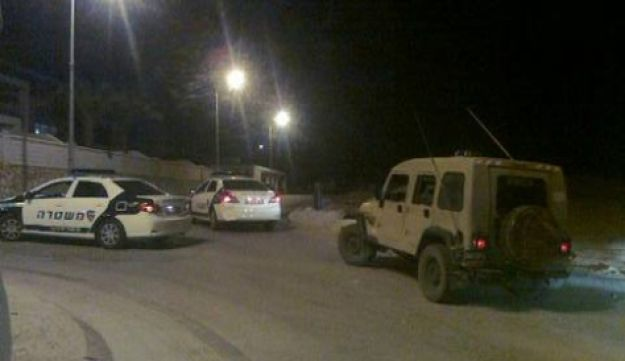 Security forces at the scene in Eilat, April 4, 2012.