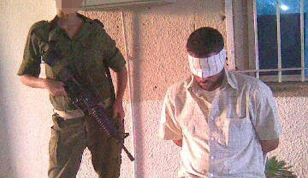 IDF soldiers with a Palestinian detainee