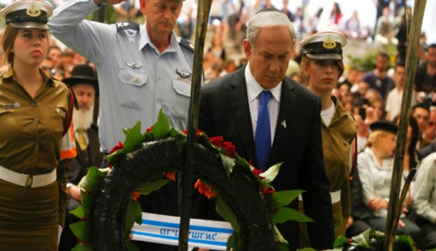 Benjamin Netanyahu at Mount Herzl Military Cemetery - Reuters - April 25, 2012