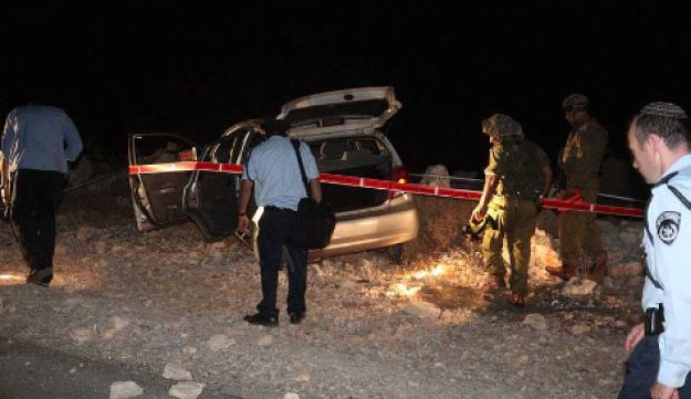 Israel police and IDF troops at the scene of the West Bank shooting on Sept. 1, 2010. Emil Salman