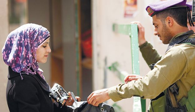 Soldier and Palestinian - Tal Cohen - 26082011