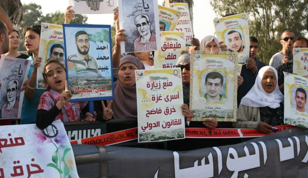 Protesters outside the Ramleh Prison.