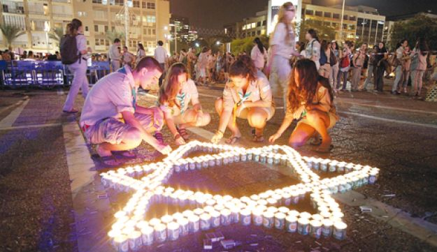 Israel Scouts holding a candle-lighting ceremony, Alon Ron, Oct. 19, 2010