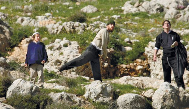 Settlers throw stones in response to attack - AP