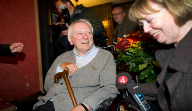 Tomas Transtromer and wife - Reuters - october 6 2011