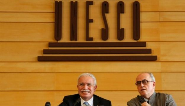 Palestinian Foreign Minister Riyad al-Malki (L) and Palestinian ambassador to UNESCO Elias Sanbar attend a news conference during the 36th session of UNESCO's conference in Paris, October 31, 2011.