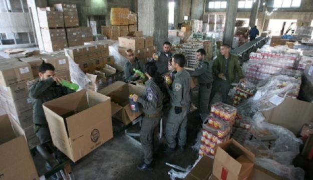 Food distribution in Ashdod, southern Israel.  - Ilan Assayag