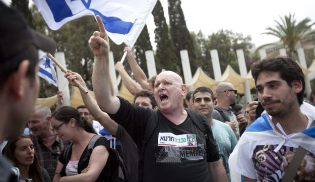 Right and left-wing activists face-off at the Nakba Day event in Tel Aviv University, May 16, 2012.