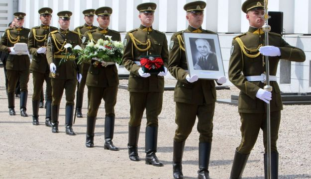 Soldiers attend a reburial ceremony of Lithuania'Juozas Ambrazevičius-Brazaitis
