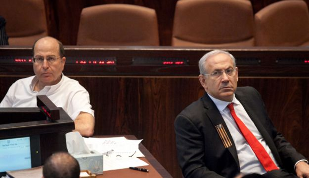 Ya'alon, left, with Netanyahu in the Knesset, May 2012.