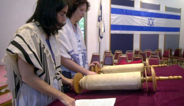 Rehearsals for a Reform Bat Mitzvah, May 8, 2003.