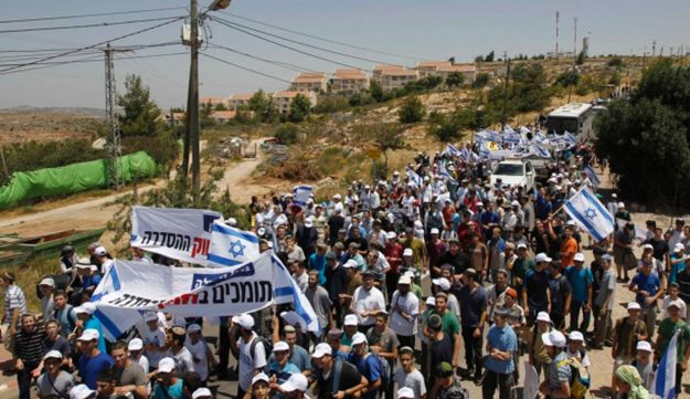 Protesters set out on a three-day march from the West Bank outpost of Ulpana, June 4, 2012.