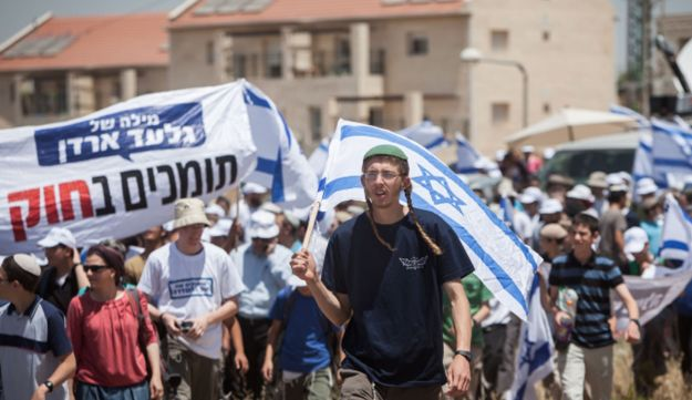 Protesters set out on a three-day march from the West Bank outpost of Ulpana, June 4, 2012