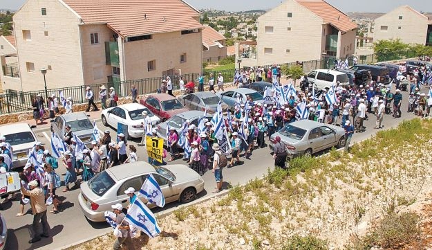 Settlers at the start of a three-day march from Ulpana to Jerusalem, June 4, 2012.