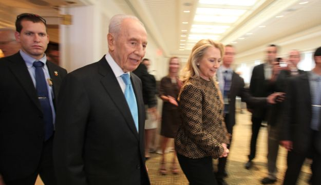 Shimon Peres and Hilary Clinton.