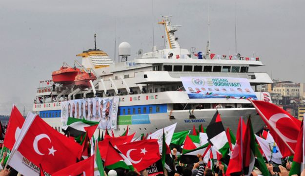 Pro-Palestinian activists wave Turkish and Palestinian flags during welcoming ceremony.