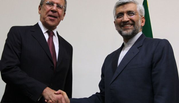 Iran's chief nuclear negotiator Said Jalili (R) shakes hands with Russian foreign minister.