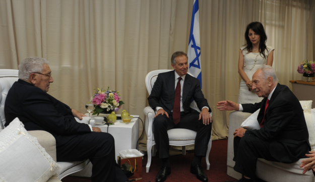 Henry Kissinger, Tony Blair and Shimon Peres sit down at President's Conference