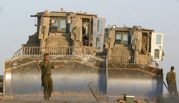 Caterpillar D9 model tractors used by the IDF.