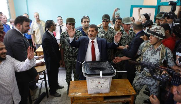 Mohammed Morsi casts his vote - AP