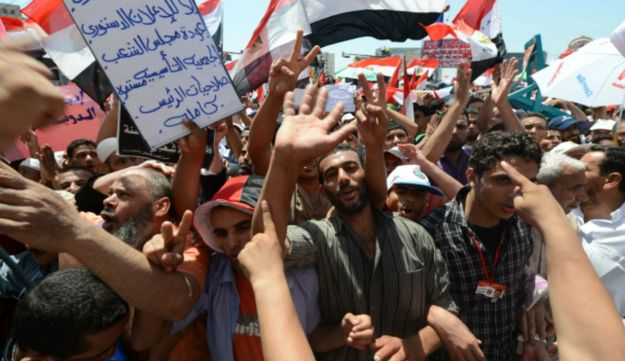 Egyptians supporters of Morsi at Tahrir Square - AFP - June 29, 2012