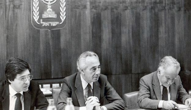 Shamir, right, with Shimon Peres, center, and Yossi Beilin, left, in 1985.