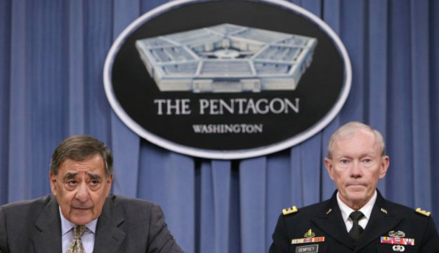 Leon Panetta and Martin Dempsey - Reuters - 29.6.2012