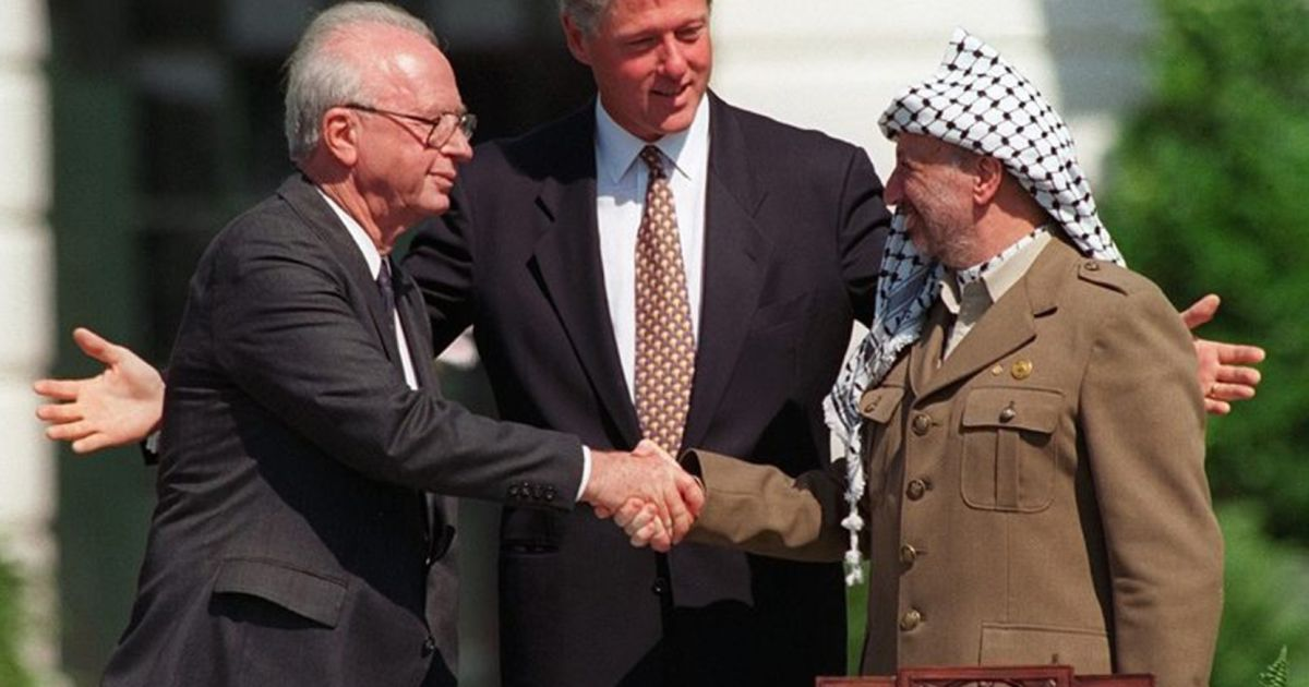 arafat the oslo accords Arafat to israel: let's talk it was a stark contrast to the signing of the oslo accords on sept 13, 1993, when arafat shook hands with the oslo accords.