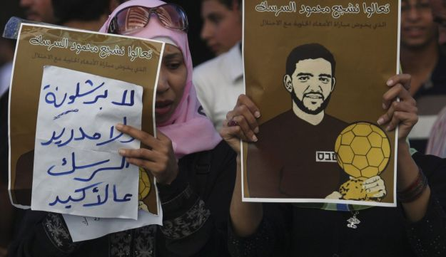 Protesters hold signs in support of Palestinian prisoner Mahmoud Sarsak.