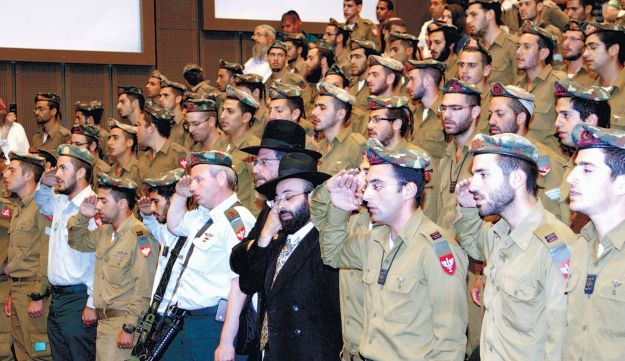 Nahal Haredi IDF soldiers. One in seven has lost contact with his family, according to the IDF