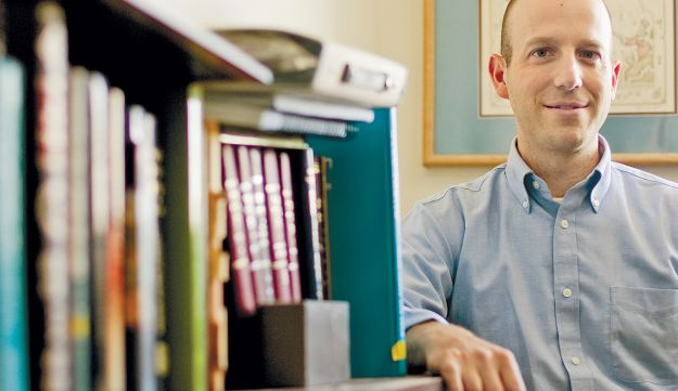 Rabbi Daniel Roth offers classes at the Pardes Center for Judaism and Conflict Resolution.
