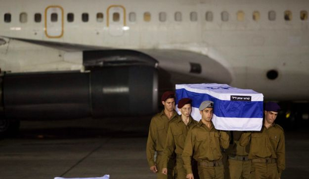 Israeli soldiers carry the coffin of Bulgaria terror victim