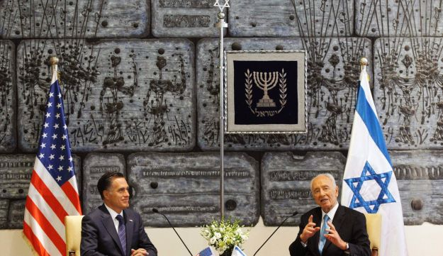 Mitt Romney meets with Peres - AP - July 29, 2012