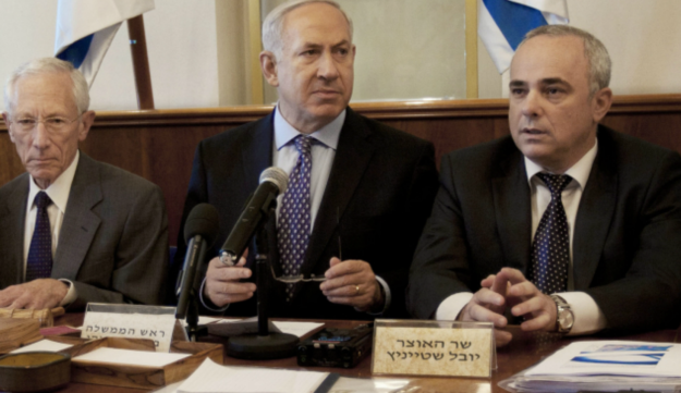 Prime Minister Benjamin Netanyahu sits with Stanley Fischer and Yuval Steinitz