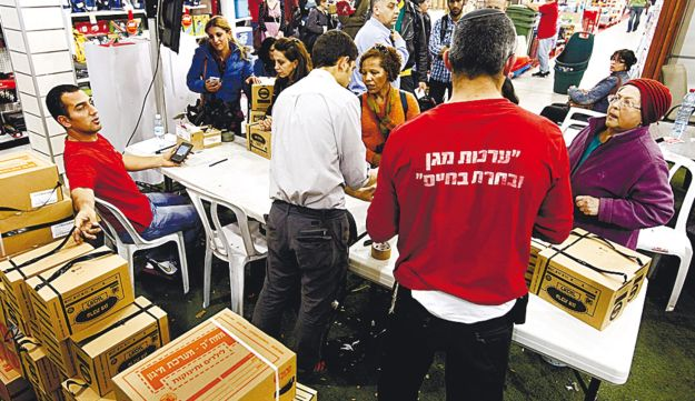 Citizens waiting in line at a Tel Aviv gas mask distribution center.